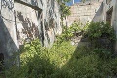 Förstörd stugaKremasti stad Rhodes Arkivbilder