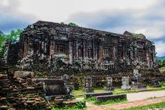 Förstörd tempel av den forntida Champaen i min son, Quang Nam, Vietnam Arkivbild