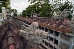 Förstörd traditionell buddistisk columbarium i Vietnam royaltyfria foton
