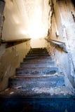 förstörd trappuppgång Arkivfoton