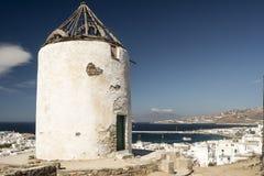 Förstörd väderkvarnMykonos stad Grekland Royaltyfria Bilder