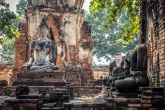 Förstörda Buddhastatyer Arkivbild
