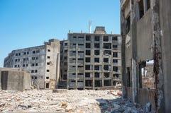 Förstörda byggnader på Gunkajima (den Hashima ön) Arkivfoton