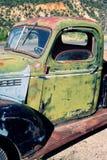 Förstörda gammala åker lastbil Arkivfoton