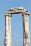 Förstörda kolonner av det forntida tempelet arkivbild