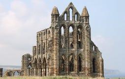 Förstörda medeltida Whitby Abbey Arkivfoto