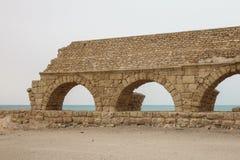 Förstörda Roman Aqueduct Arkivfoton