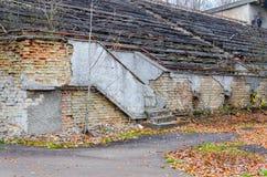 Förstörda tribun av stadion i död övergiven spökstad av Pripyat, zon för Tjernobyl NPP-uteslutande, Ukraina royaltyfria bilder
