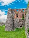 Förstörda väggar av den forntida fästningen i Ukraina arkivfoton