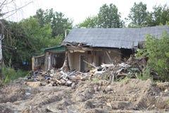förstört hus Arkivfoto