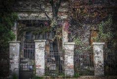 Förstört hus i höst Fotografering för Bildbyråer