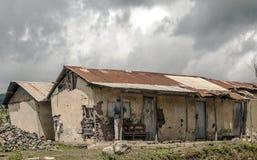 Förstört hus i Tanzania Arkivbild
