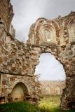 Förstört klosterfönster Royaltyfria Foton