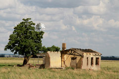 Förstört lantgårdhus Arkivbild