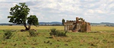 Förstört lantgårdhus Arkivfoton