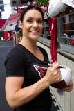 Först - någonsin kvinnlig NFL-fotbolllagledare Royaltyfria Foton