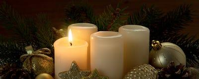 Första Advent Candle och julgarnering Royaltyfria Foton