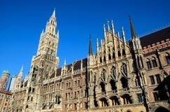 Medeltida stadshus som bygger den Munich Tysklandet Royaltyfria Foton