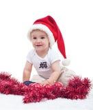 Första jul av ett gulligt behandla som ett barn den isolerade pojken - Arkivbilder