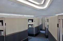 Första klasskabinen av ett Korean Airlines KE Boeing 747-8 flygplan Royaltyfria Foton