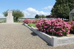 Första sängar och minnesmärke för ossuary för världskrig franska på Rancourt Royaltyfria Bilder