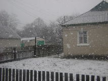 Första snö från fönster Arkivbilder