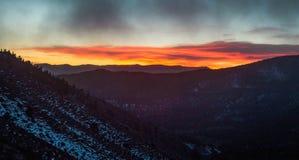 Första soluppgång av 2017 Arkivbilder