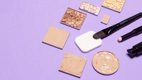 Första steg av makeup - fundamentprodukter med kopieringsutrymme Arkivbild