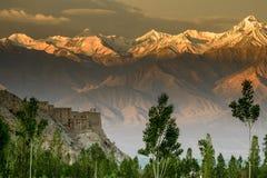 Första strålar av ljus, Stok Kangri, Indien, Leh, Ladakh arkivbilder