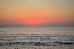 Första tecken av soluppgång Arkivfoton