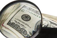 förstorande pengar Arkivbild