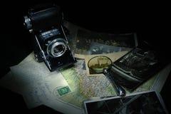 Förstoringsapparat, kamera och översikt royaltyfri fotografi