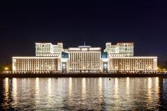 Försvarsdepartementet som är från den ryska federationen på natten Arkivbilder