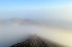 Försvinna in i dimma arkivfoto