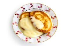 förtätat mjölka pannkakor två arkivbild