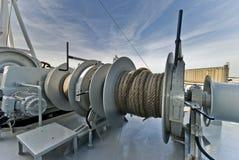 Förtöja stora handelsfartyget för utrustning den ombord Arkivfoto