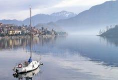 förtöjd segelbåt Fotografering för Bildbyråer