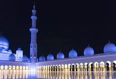 förtöjd sikt för nattportship al för abu som 2 var arabisk, som är facket kan emirates för landsdhabieid forty friday som samlar  arkivbild