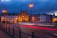 förtöjd sikt för nattportship Derry Londonderry Nordligt - Irland förenat kungarike arkivfoton