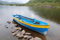 förtöjde fartygkillarney lakes Arkivfoton