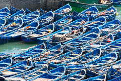 Förtöjde fisherboats på essaouiraport Arkivbilder