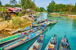 Förtöjde kanotfartyg, Indein, Inle sjö, Myanmar Royaltyfria Foton