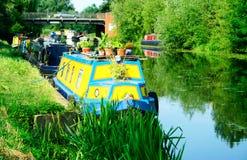 förtöjde narrowboats royaltyfri bild