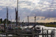 förtöjde segelbåtar royaltyfria bilder