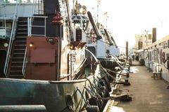 Förtöjde towboats Arkivbild