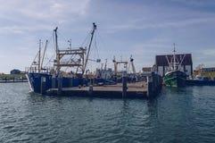 Förtöjt fiska trålare på pir royaltyfria foton