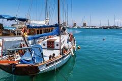 Förtöjt i Rhodes Old Harbor royaltyfria foton