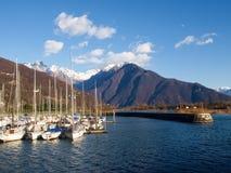 förtöjt nautiskt för fartygbegreppshamn lyx arkivfoton