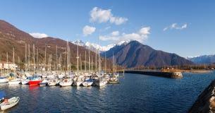 förtöjt nautiskt för fartygbegreppshamn lyx royaltyfri foto