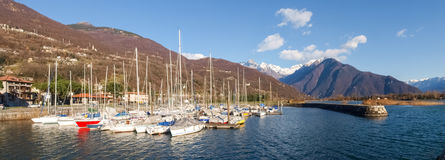 förtöjt nautiskt för fartygbegreppshamn lyx royaltyfri bild
